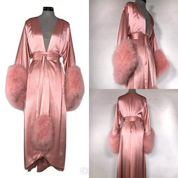 2019 veste de penas Mulheres Robe Fur Nightgown Roupão Sleepwear Pena Nupcial Robe com Cinto Azul E Rosa Presentes Do Partido Vestido Da Dama De Honra desconto veste de penas