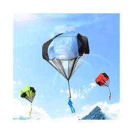 Fallschirmsportspielzeug online-Werfen Hand Kinder Mini swungtuch Toy Soldier Sport Kinder Lernspielzeug im Freien Random Farbe PVC Mode-Gag-Spielzeug