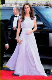 robe kate middleton longue pourpre Promotion Robes de soirée longues élégantes violet clair arabe avec la longueur de plancher manches courtes de robes de bal Kate Middleton robes de célébrités rouges