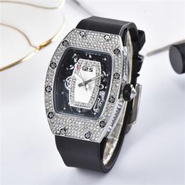 2019 bracelet en caoutchouc Montres à quartz de luxe pour femmes Bracelet en caoutchouc Les montres en diamant pour femme de haute qualité dames s'habillent horloge cadran incrusté strass montre à quartz promotion bracelet en caoutchouc