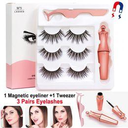 taiwan faux cils Promotion Cils magnétiques avec eye-liner et pince à épiler 3 paires 5 faux cils magnétiques Set de maquillage pour eyeliner liquide Cils réutilisables Pas de colle nécessaire