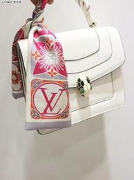 Moda V Diseñador bufanda señoras delgado bolsa estrecha asa bufanda de seda de doble cara impresa sarga satén marca pequeña cinta desde fabricantes