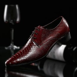 2019 chiusura di pizzo scarpa Nice Spring Men Handmade High-End Serpentine in vera pelle Business Dress Shoes britannico Lace-Up scarpe a punta uomo scarpe da sposa chiusura di pizzo scarpa economici
