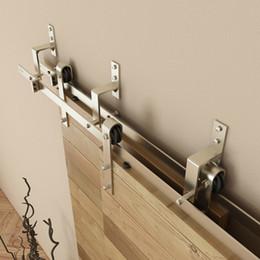 5-8FT Escovado níquel aço bypass de madeira hardware porta do celeiro de uma peça de montagem na parede copa porta bypass porta deslizante conjunto de rolos de roletes de Fornecedores de hardware de via de porta deslizante