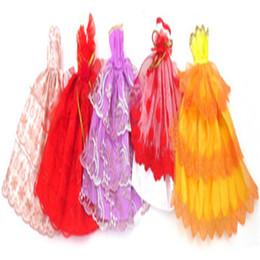 Bonecas de casamento feitas à mão on-line-Moda vestidos de roupas artesanais cresce roupa boneca princesa roupas de casamento para barbie caçoa o presente do bebê brinquedos 5 pcs