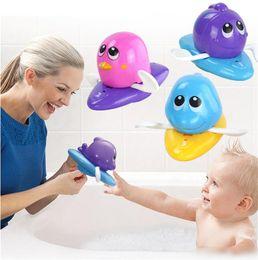 jouets en plastique de chenille Promotion Gros sécurité bébé bain eau jouet flottant en plastique dauphin crayon poisson rouge grenouille pingouin enfants jouets mignon jouet de natation douche plage jouer jouets