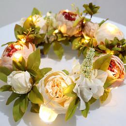 Decoração de flores de parede pendurada de seda on-line-Guirlanda de porta de seda artificial peônia planta grinalda da flor com folhas verdes para porta da frente pendurado na parede decoração da sua casa