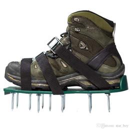 Универсальная обувь для аэрации газонов с металлическими пряжками и 3-мя ремнями от Поставщики сандалии металлические
