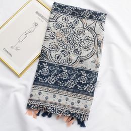 Nouvelle écharpe écran solaire écran bleu châle rétro style ethnique serviette de plage châle section mince écharpe en coton et lin ? partir de fabricateur