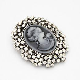 Roupa victoriana on-line-Broche de Beleza do vintage Victorian Boutonniere Embossed Rainha Broche de Diamante Gota Moda Roupas Frete Grátis 12 PCS