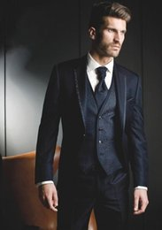 esmoquin azul marino brillante Rebajas Shiny Groom Tuxedos azul marino / negro para hombre Tuxedos de boda Notch Lapel Man Jacket Blazer Fashion Prom / Dinner Suit (Chaqueta + Pantalones + Chaleco + Corbata) 184