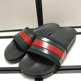 Chanclas de marca zapatillas online-Nueva marca de zapatillas para hombre Diseñador de lujo verde raya roja impresa playa chanclas zapatillas diseñador zapatos tamaño 38-46
