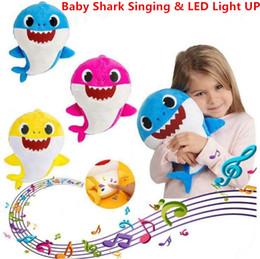 27cm puppe online-Durch dhl 3 farbe 27 cm led baby shark toys mit musik niedlichen tier plüsch neue baby shark puppen singen englisch song led leuchten party favor