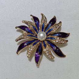Argentina Joyería de alto grado rhinestone perla arco broche accesorios de moda de moda bufanda Cape Buckle pearl buckle chapado en oro Suministro