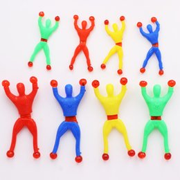 plastic climbing wall Promo Codes - 13.5cm Small Climbing Wall Spider Boy Toys Hero Sticky Spider Rolling On Wall Cute Funny Toys Entertainment Children Small Toys L221