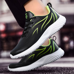 2020 sapatos baratos china man Cheap Discount Mulheres Homens Running Shoes preto branco vermelho Volt chama Desporto Moda Trainers Designer Sneakers caseiro Marca Made in China desconto sapatos baratos china man