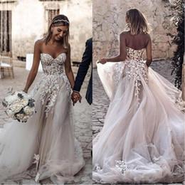 Praia branca vestidos noiva on-line-Elegantes vestidos de casamento Bohemian Praia 2020 3D-Floral Applique Lace Querida Branco Marfim uma linha longa Boho vestidos de noiva Vestidos