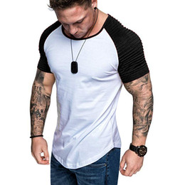 Músculo camisa homens magros on-line-Bodybuilding 2019 New manga curta Men plissadas ombro Slim Fit T-shirt dos homens costurado magro Muscle T-shirt Streetwear
