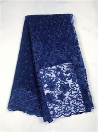 Azul marino Tela de Encaje Francés 3D Flores Bordadas Tela de Encaje de Tul Africano Con Perlas Tela de Encaje Africana Para Boda yi109 desde fabricantes