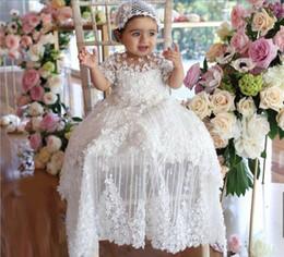 2019 vestido de comunión escote ilusión De lujo vestidos de primera comunión para niñas apliques de perlas joya manga corta cuello largo del cordón Traje de bautizo con sombrero de calidad