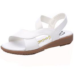 Nouvelles sandales d'été, chaussures à semelles plates pour femmes, chaussures blanches pour infirmières, chaussures antidérapantes à semelle souple de grande taille pour femmes enceintes ? partir de fabricateur
