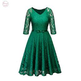 vestidos de trabajo de las mujeres de la marina Rebajas Las mujeres del partido de tarde de los vestidos ocasionales Verde Negro Azul marino Hollow falta de cinta de encaje floral vestido de la correa Vestidos de trabajo de verano de la primavera