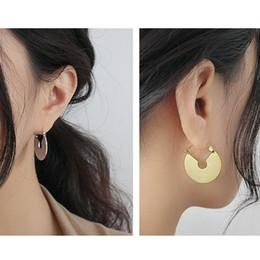 Hebilla de oreja de oro online-925 pulido Sector pendiente del aro de oro blanco pendiente de la Geometría grande del oído joyería de la hebilla Mujeres Dainty Moda