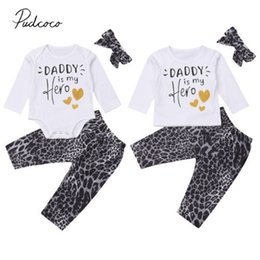2019 baby boy girl trajes a juego 2018 Brand New Sister Brother Family Matching Set Baby Boy Girl Clothes 3PCS Carta Tops Romper + Leopard Pantalones + Diadema trajes rebajas baby boy girl trajes a juego