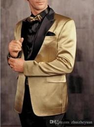 tuxedos dello sposo del giro del picco dell'oro Sconti 2018 New Cheap Gold Smoking dello sposo Black Peak Risvolto Groomsman Suit Uomini Prom Blazer Bridegroom Abiti (Jacket + Pants + Tie)