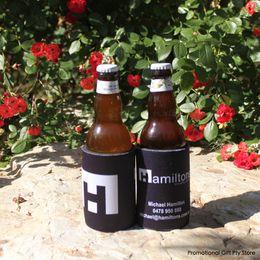 latas de cerveja personalizadas Desconto 300 pcs Stubbie Para O Negócio Personalizado Can Coolers Bridal Wedding Favors Isoladores de Bebidas Cerveja Huggers Beber Pode Titulares