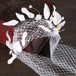 Жемчужный горный хрусталь лба тиара онлайн-Жемчужина женщины лоб оголовье головы перо головной убор горный хрусталь кружева тиара виноградные лозы свадебные украшения для волос