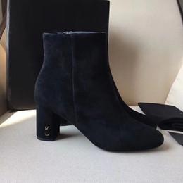 Scharfe high heels online-Wildleder LouLou Ankle Boots New Black rauhe und scharfe spitze Mode hochhackige Stiefel für Damen mit mittelhohem Schlauch.