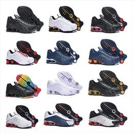 premium selection 82e0e c15e5 Shox R4 dans True Berry 2019ss Nouveau Shox R4 Designers Chaussures de  course pour homme Luxuries NZ Sneakers Triple Noir Blanc Chaussures de  sport OG ...