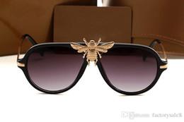 Óculos promocionais on-line-Fahionable Senhora Elegante Óculos De Sol Das Mulheres de óculos famosa marca promocional de luxo de alta qiality caixa original venda desconto C026