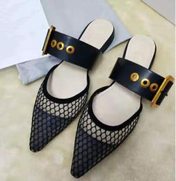 Tamanho europeu 34 sapatas on-line-2019 D Marca nova cabeça Europeia sandálias planas respirável malha treliça de metal fivela de cinto sapatos baixos tamanho da UE 34-41