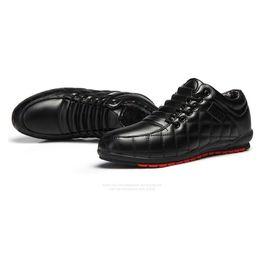 Zapatos de boda coreanos online-zapatos casuales del otoño y el invierno Inglaterra mens versión coreana zapatos de trabajo de la cocina de la boda zapatos impermeables pequeños de los hombres de la tendencia