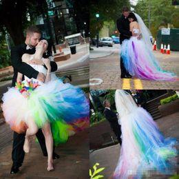 2019 vestidos de tren de arco iris High Low Colorful Vestidos de Novia de Colores Rainbow Train New 2019 Tulle A Line Halter Back Lace Up Vestidos de Novia Cortos vestidos de noiva vestidos de tren de arco iris baratos