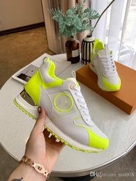 2020 zapatos de cuero sin cordones Zapatos casuales de cuero populares de lujo calientes Mujeres Hombres Zapatillas de deporte de diseñador Zapatos de cuero con cordones de moda Color mezclado sin caja lh190320 rebajas zapatos de cuero sin cordones