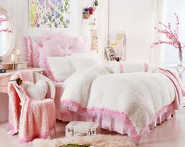 Encaje conjunto de edredón online-Grueso Vellón Rosa Blanco Púrpura Princesa Girls Juego de ropa de cama King Queen Full Twin Lace Duvet cover Cama Falda Fundas de almohada de Regalo
