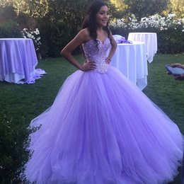2019 robes de bal brillantes dos ouvert Modest Sparkly Lavender Prom Quinceanera Robes Mascarade Sweetheart Dos Nu Bling Crystal Pageant Robes Pour Sweet 16 robes de bal brillantes dos ouvert pas cher