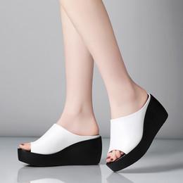 salto alto em cunha Desconto Atacado Full Grain Leather Sandálias Mulher Sandálias Designer de senhora para Womens Wedge Sapatos de Moda Chinelos de Salto 7 cm US4.5-10.5 Branco