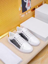 zapatos casuales de lujo de los nuevos hombres, zapatos de marca, diseño de moda zapatos de hombre de otoño e invierno, estilo retro clásico patrón de fondo plano, GFBD desde fabricantes