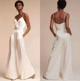 2019 costura de espaguete 2019 Macacão De Casamento Branco Moderno Simples Designer Simples Barato Com Cintas de Espaguete E Bolsos V Neck Vestido De Noiva Vestido de Recepção costura de espaguete barato