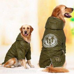 Perros ejército abrigos chaquetas online-HOOPET Ropa de lana de invierno para perros grandes Verde del ejército Cálido algodón acolchado Ropa de dos pies Espesar Sudadera con capucha Chaqueta de abrigo Ropa para perros