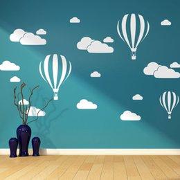 Décor de salle de montgolfière en Ligne-Nouveau Blanc Nuages Hot Air Balloon Sticker Mural Pour Enfants Chambres Art Fond Autocollants Muraux Home Decor Salon Chambre Murale Stickers