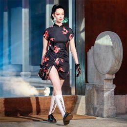 vestido preto de gola alta manga curta Desconto Deat 2019 verão preto impressão floral cintura alta manga curta gola alta inglaterra mini dress mulheres me340