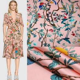 145 cm baskılı kumaş tatil elbise eşarp saten kumaş İtalyan marka giyim polyester malzeme toptan bez nereden yuvarlak düğün masa örtüleri tedarikçiler