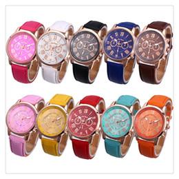 2019 montres de variété Ceinture féminine en cuir de mode décontractée montres trois six montres à quartz de 10 broches de couleur mélangée appropriée pour une variété d'occasions montres de variété pas cher