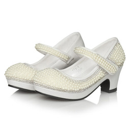 Zapatos de niños sandalias de perlas online-Niñas zapatos de princesa sandalias para niños Plataforma de perlas Tacones altos Zapatos de vestir para niños Sandalias de boda de fiesta de cuero suave