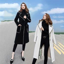 2019 Abbigliamento Donna Autunno Inverno New coreano cappotto di lana femminile della molla lungo Trench con cintura Nero Bianco Cappotti V1071